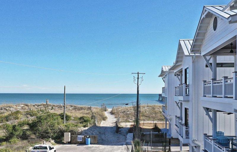 28 Steps to Beach Access! Brand New Duplex, holiday rental in Wrightsville Beach