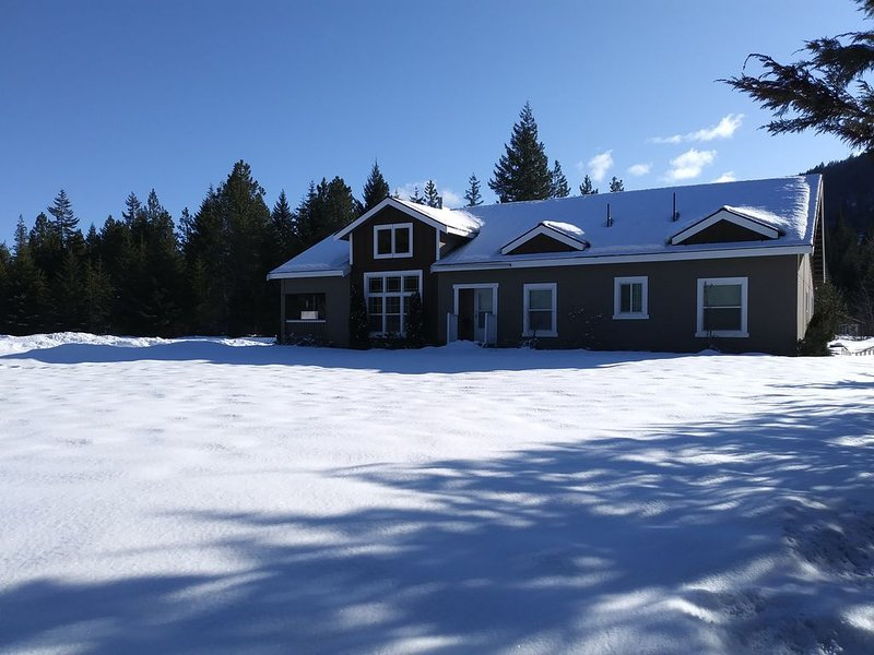 Beautiful 2400 sq. ft. rambler on 50 acres, holiday rental in Easton