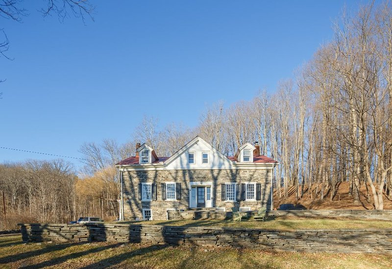 Historic stone house in the heart of the Gunks. Modern luxury getaway., casa vacanza a Accord