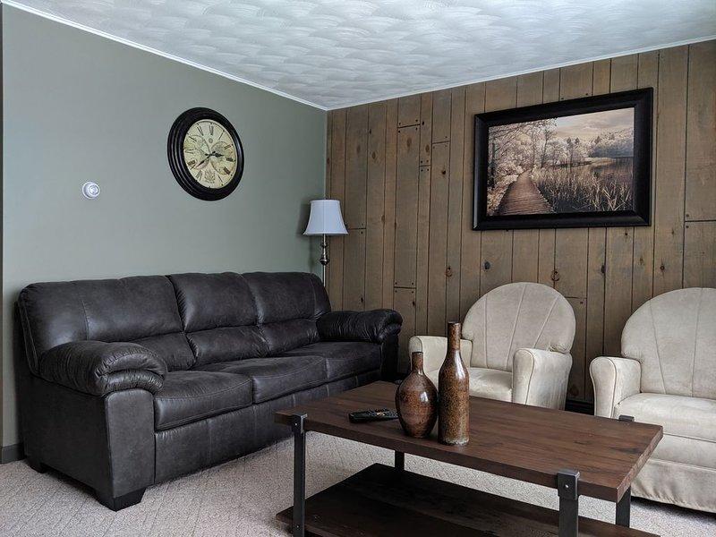 Very Clean, Quiet Upper Level Duplex near Ludington Park on the shore of Lake MI, location de vacances à Gladstone