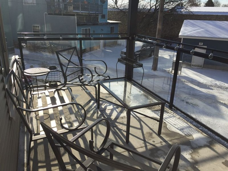 Condo with harbor view and walking distance to downtown, vacation rental in Ludington