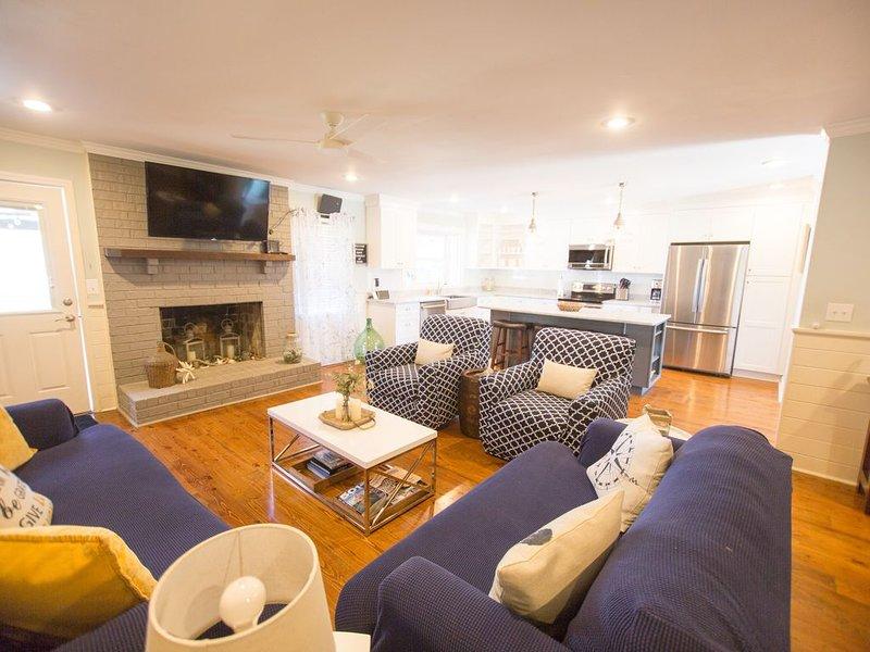 ⭐️Southern Comforts in the❤️of Mt Pleasant w/Golf Cart➕3 miles to Beach⭐️, aluguéis de temporada em Mount Pleasant
