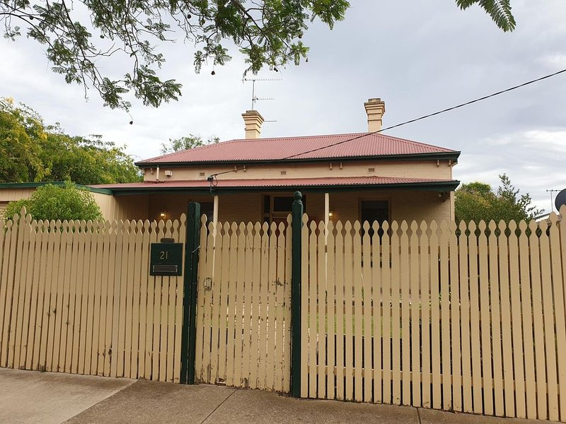 Woodburn Cottage Shepparton  1900s cottage in the city centre, holiday rental in Merrigum