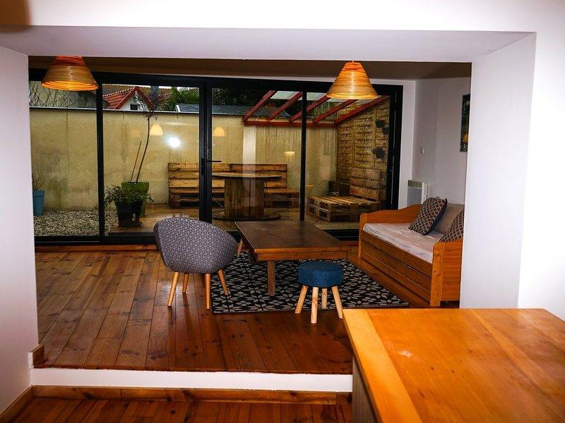 Maison idéal 4/6 personnes à 750m de la mer avec terrasse au calme, holiday rental in Lion-sur-mer