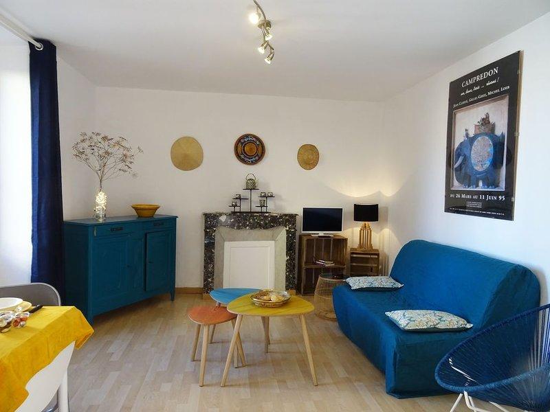 studio + clim et  petite terrasse, dans  cour privée et  parking (petit voiture), holiday rental in Le Thor