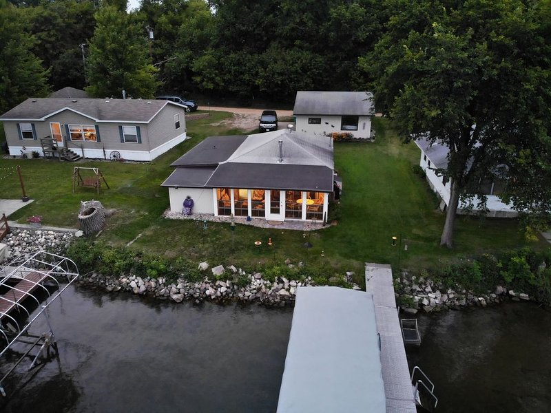 Quaint Cottage on Swan Lake, casa vacanza a Dalton