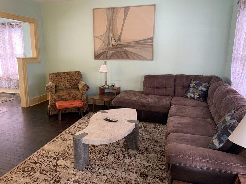 Artisan Inspired Walnut Hills Gem, holiday rental in Yellow Springs