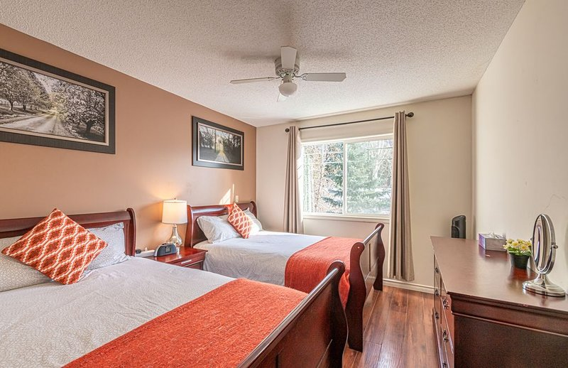 2-Storey Townhouse 2 BR/1.5 Bath, A/C, New Hot Tub, vacation rental in Banff National Park