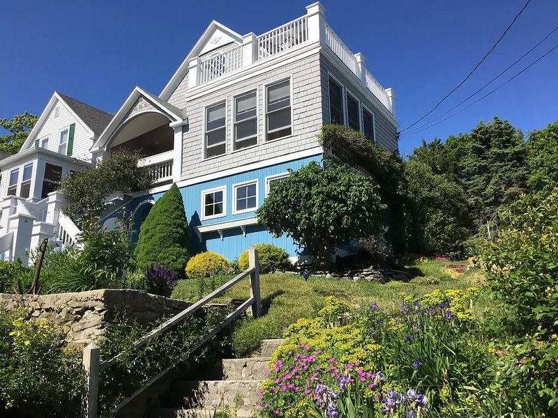Peaks Island Maine Seaside Cottage: hot tub/roof decks/4 season, holiday rental in Peaks Island