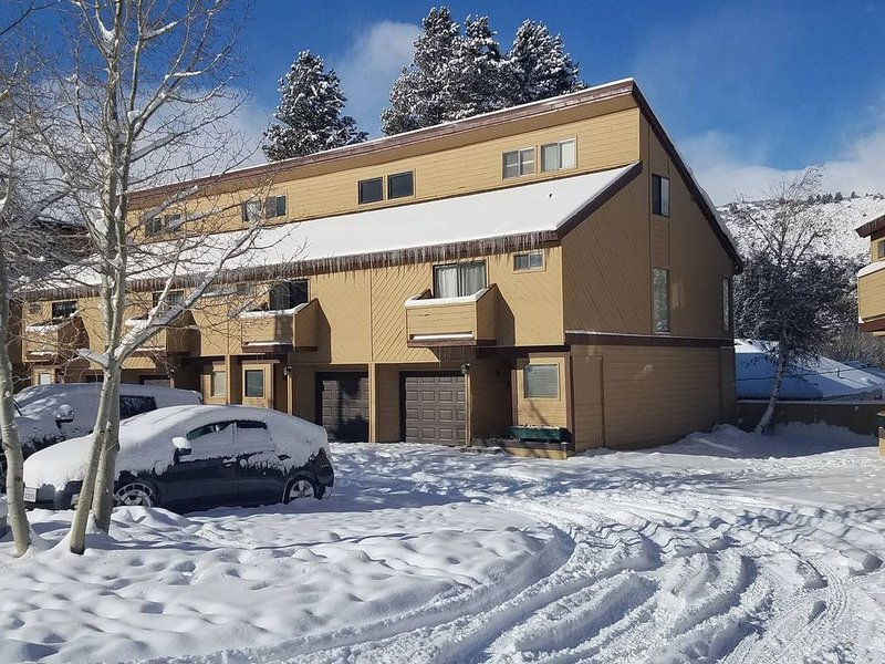 June Lake Home with a view - 2bd / 2ba + loft, vacation rental in June Lake