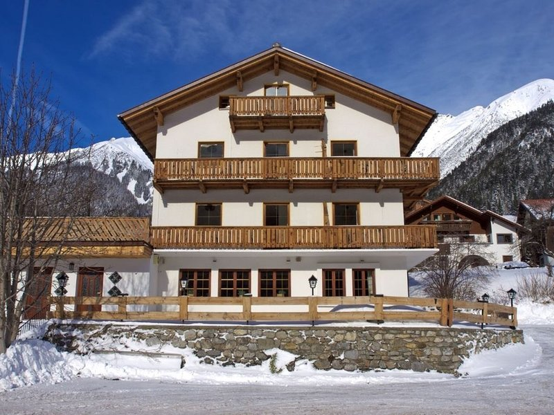 Beautiful Holiday Home Near St. Anton Am Arlberg With Sauna, Ferienwohnung in Pettneu am Arlberg