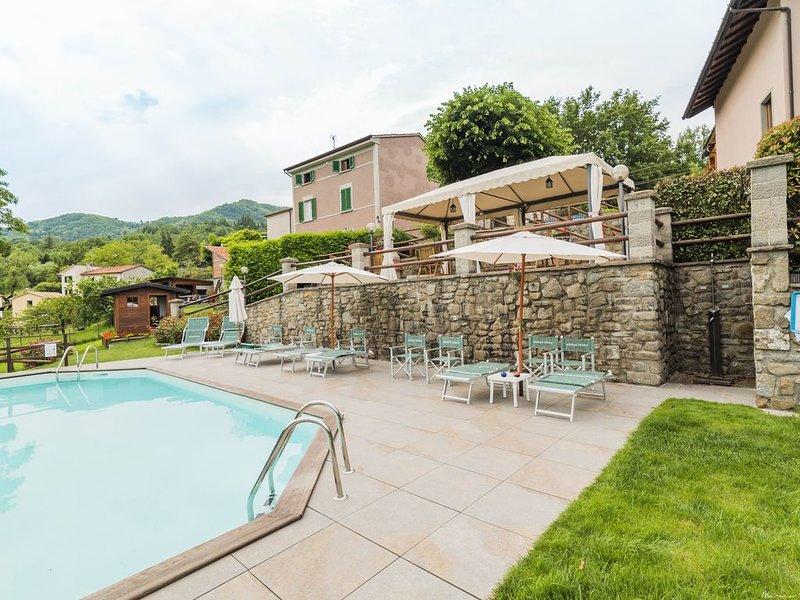 Schöne Wohnung in einem kleinen Weiler, Swimming Pool, Whirlpool und Sauna, vacation rental in Pistoia