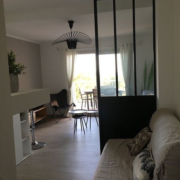 Studio vue mer prestations contemporaines, vacation rental in Chateauneuf-les-Martigues