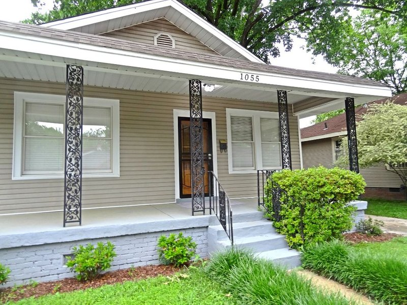Trendy Cooper Young Bungalow, vacation rental in Southaven