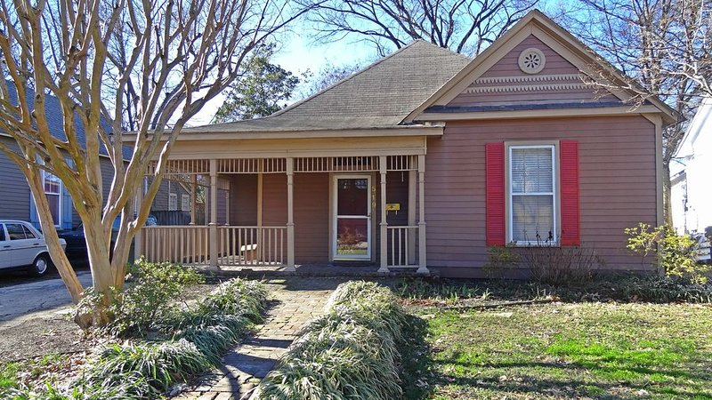 Midtown Charm Walkable to Overton Square, vacation rental in Southaven