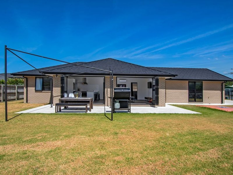 To The Point - One Tree Point Holiday Home, holiday rental in Whangarei
