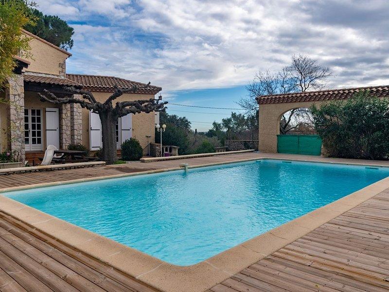La Bastide - Belle maison 10p - Piscine, location de vacances à Caveirac