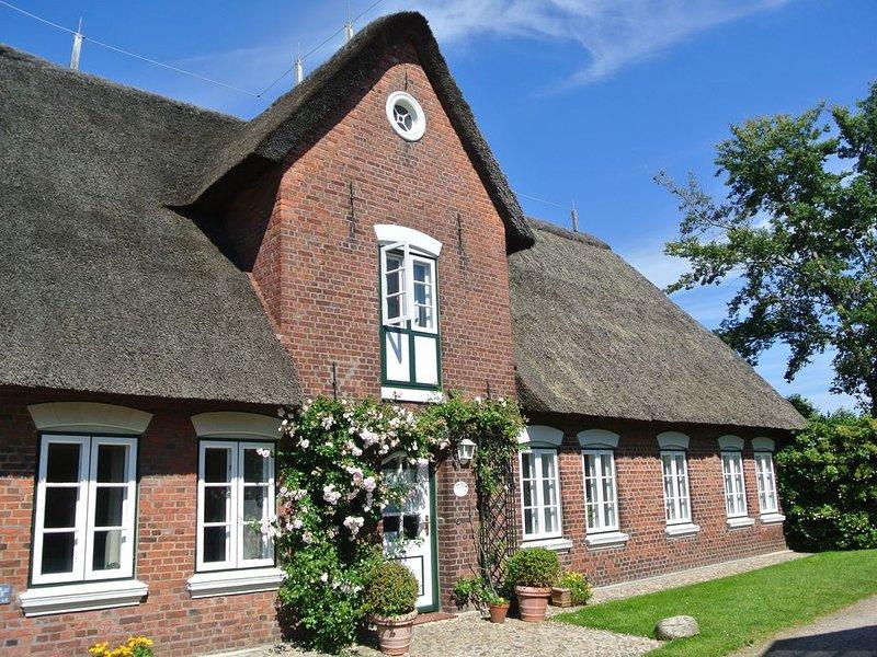 Komfortables 4-Sterne Friesenhaus unter Reet mit großem Garten, location de vacances à North Friesian Islands