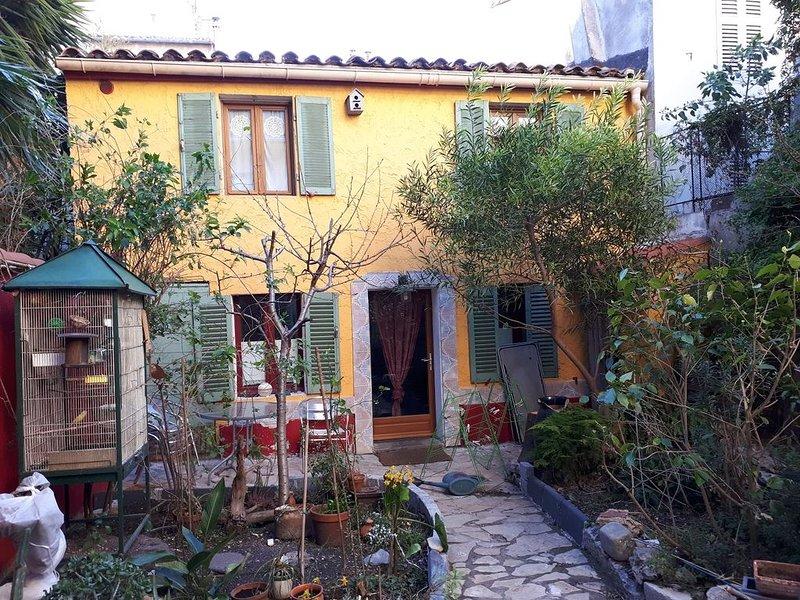Petite Maison Fond De Jardin Au Centre De Marseille, holiday rental in Bouches-du-Rhone