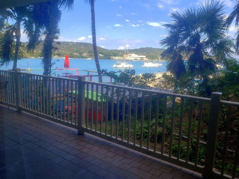 Pool views. Wrap around balcony. Lower $ available for longer stays. C12, vacation rental in Tutu