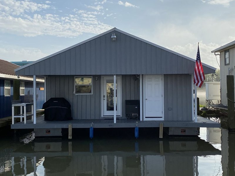 New Cypress Cove Marina Houseboat (*******-6582), holiday rental in Empire