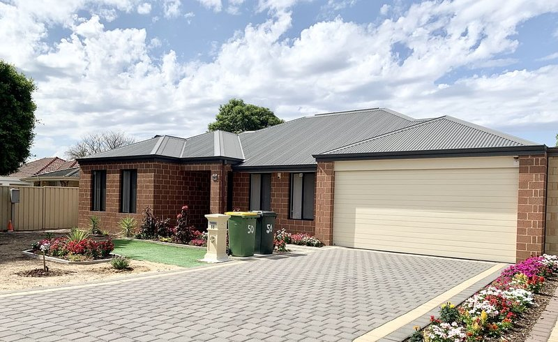 Cannington Home Accommodation House 5, vacation rental in Wattle Grove