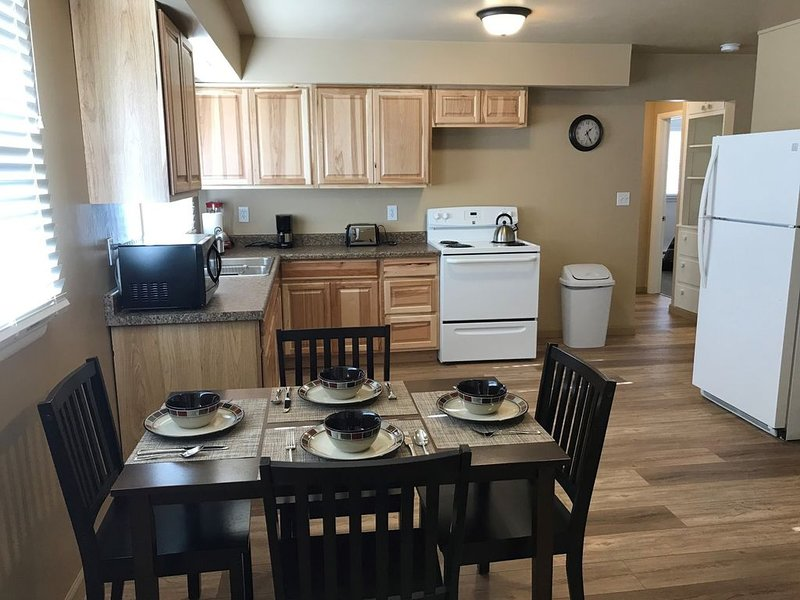 Freshly Remodeled 2 Bedroom, Full Kitchen, living Room Suite, in Cascade unit #1, holiday rental in Craig
