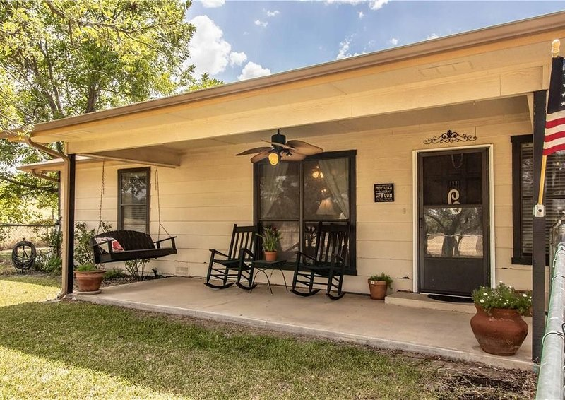 Beautiful country views minutes from Weatherford, Fort Worth and wedding venues, location de vacances à Springtown