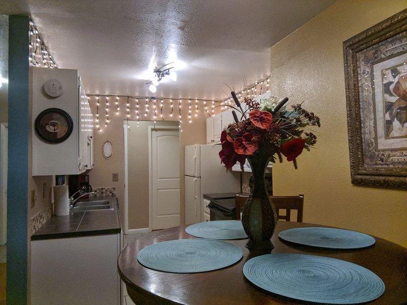 BRAND NEW LISTING! My Spare Condo- Your Home Away from Home!, aluguéis de temporada em Reno
