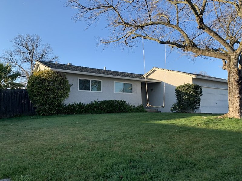 **Cozy Home in Roseville area**, vacation rental in Fair Oaks