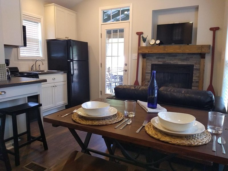 Beautiful Lake George Cottage, holiday rental in Hadley