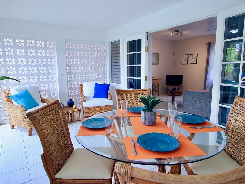 Sea Suite at Amaryl Apts -Only 200 meters to Beach, location de vacances à Maxwell