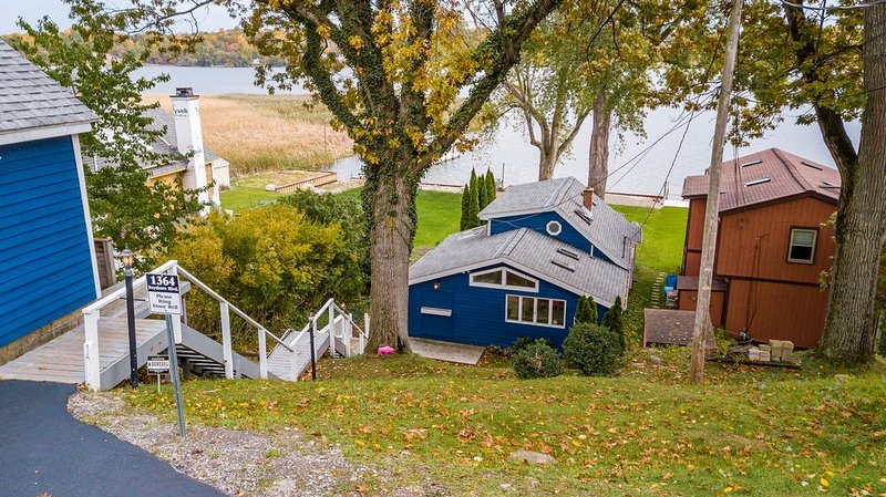 Irondequoit Bayhouse, holiday rental in Fairport