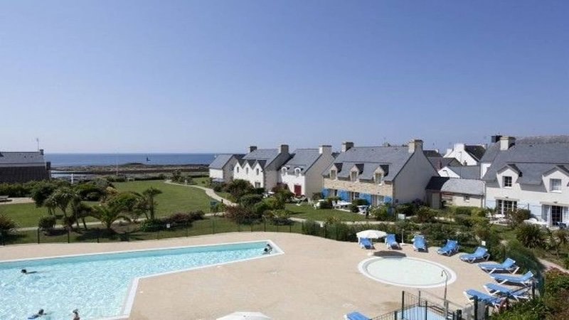 APPARTEMENT AVEC VUE MER  PISCINE CHAUFFEE FINISTERE SUD, vacation rental in Guilvinec