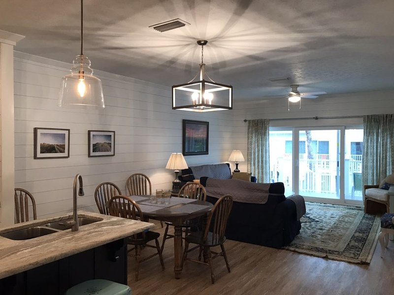Renovated Sea Goddess 3 Bed / 3 Bath ~ 1/2 block To Beach Access With Pool – semesterbostad i Mexico Beach