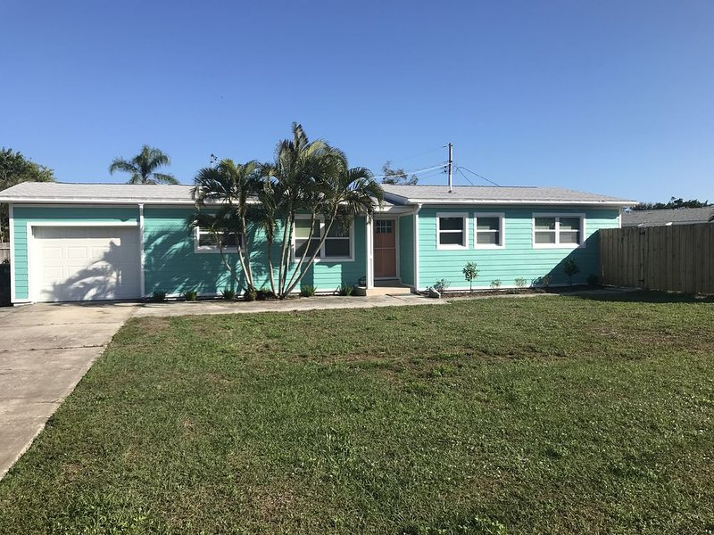 This newly renovated surf side paradise is just a short walk to the beach!, holiday rental in Palm Shores