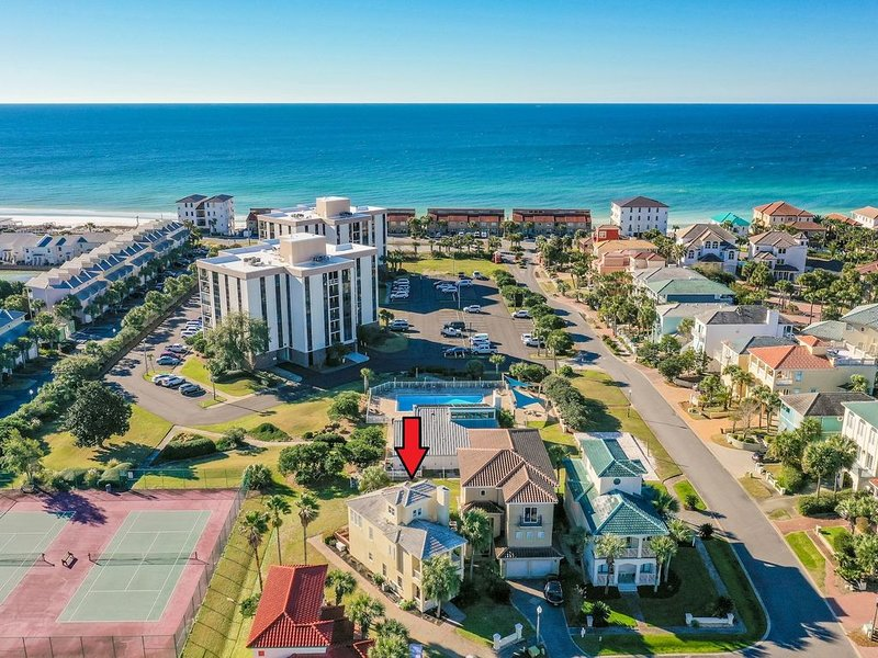 Only 720FT to Private Beach!  Entertaining Deck + Ton of Community Amenities!, vacation rental in Miramar Beach