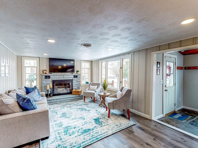 Charming lake view home w/ easy lake access, full kitchen, and smart TV!, location de vacances à Canandaigua