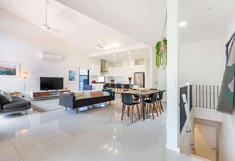 'Melia' - Stylish and Spacious Noosa Apartment, vacation rental in Noosa North Shore
