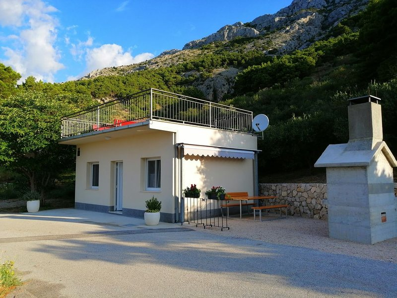 Small idyllic house in peaceful surrounds, vacation rental in Marusici