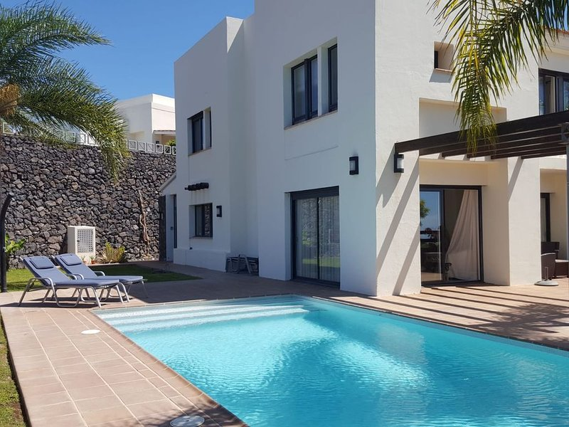 Luxusvilla in traumhafter Lage mit Pool, holiday rental in Alajero
