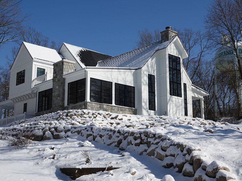 Stunning new construction home for rent in the heart of Grand Beach MI, location de vacances à Michiana Shores