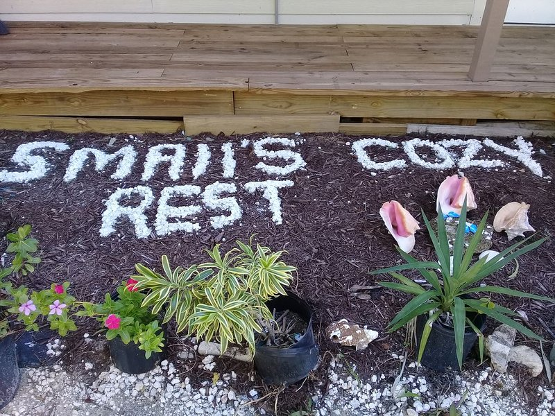 Small's Cozy Rest No. 1 Dockage available. Mangrove tours and Bonefishing, alquiler de vacaciones en Bimini