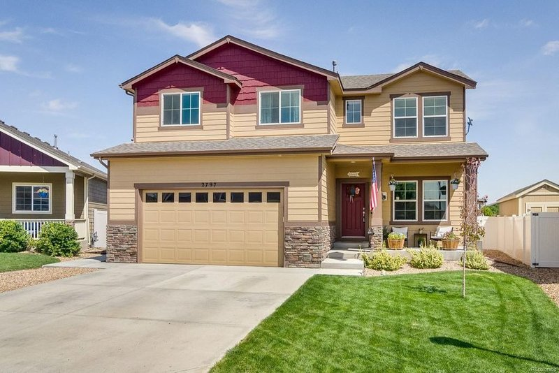 Amazing 4 bedroom beautiful house located near Centerra Mall and I-25!, vacation rental in Loveland