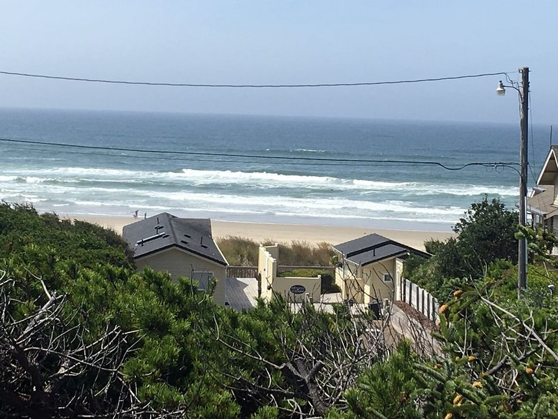 Completely remodeled, overlooking Heceta Beach, see and hear the surf., alquiler de vacaciones en Florence