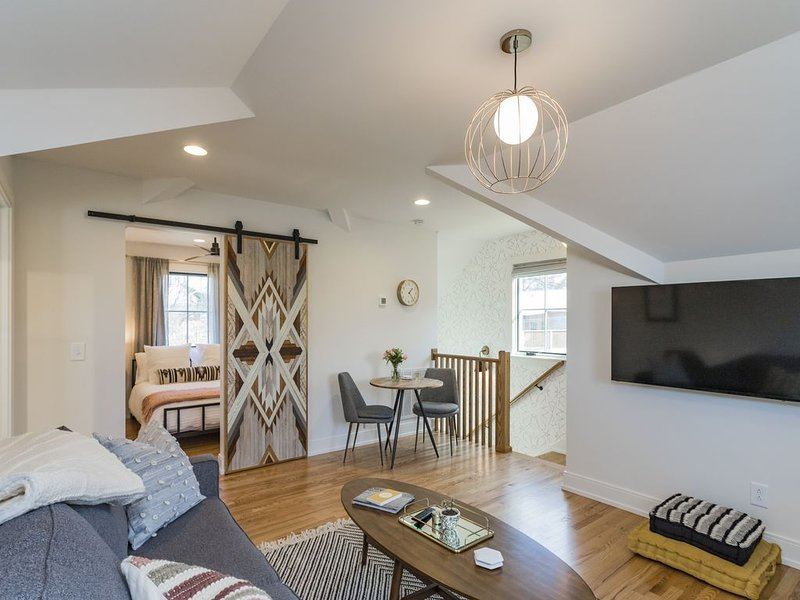 The Russell House - Walk to Everything! Brand New!, location de vacances à Nashville