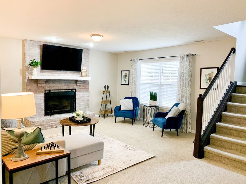 The Huddle - 4 mins to Grand Park - Sleeps 12, Trail & Splash Park Behind Home, vacation rental in Hamilton County