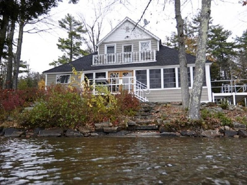 Tyler House - 4 Bedrooms, 2 Bathrooms, House to steps to Lake Spofford, holiday rental in Keene