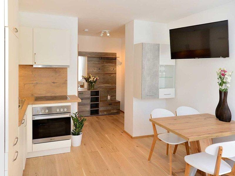 """Charmantes Apartment """"Blaser"""" mit WLAN, Garten und Terrasse; Parkplätze verfügba, Ferienwohnung in Trins"""
