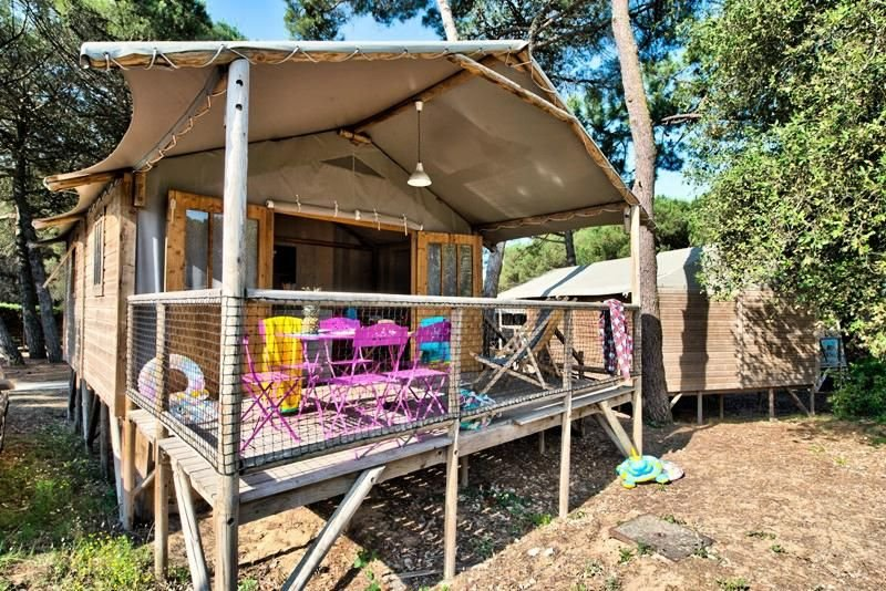 Camping Flower Le Bel Air *** - Cabane Lodge Bois Confort Plus 3 Pièces 4 Person, holiday rental in La Flotte